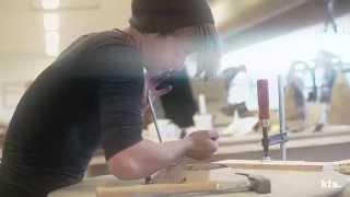 Skud på Stammen® er et årligt tilbagevendende projekt, som udvikler og udfordrer stolte danske og nordiske traditioner inden for design.Projektet er en fire uger lang workshop, hvor nogle af Danmarks førende designere inden for møbeldesign har tegnet projekter, som har fået fysisk form af elever.Samarbejdet mellem håndværkere og designere har gennem tiden skabt grundlag for dansk designs internationale anerkendelse. En arv, der både rummer branchens styrkeposition og akilleshæl.Københavns Tekniske Skole
