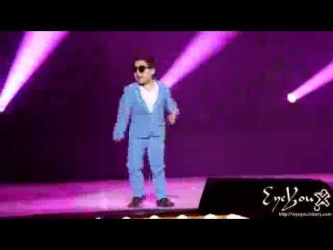 Un enfant qui danse le GanGnam style de PSY
