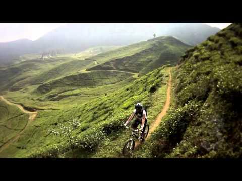 Video sepeda gunung Indonesia - Video Sepeda MTB Video Telaga Warna TW3 Puncak Bogor Goesbike com by Dondy. Sepeda MTB, Mountain Bike Indonesia. Cuaca sempurna, track sempurna. Mountain Bik...