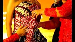 Video [Tutorial] Cara Memakai Pakaian PENGANTIN PUTRI Jawa - How to Wear Javanese WEDDING Outfits [HD] MP3, 3GP, MP4, WEBM, AVI, FLV Februari 2018