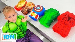 Vlad memilih sarung tangan pahlawan super