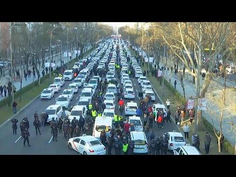 Mαδρίτη: Εντείνουν τις κινητοποιήσεις τους οι οδηγοί ταξί…