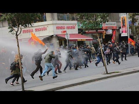 Διαδηλώσεις για το νέο γύρο διώξεων στην Τουρκία – world