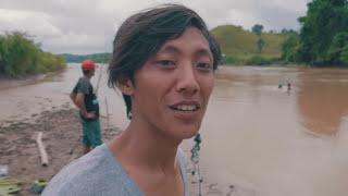 Download Video Kaget Saat Pancing Ditarik Ikan Besar, Akhirnya Harus Turun Ke Sungai MP3 3GP MP4