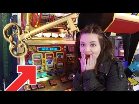 We Got The GOLDEN KEYS BONUS FEATURE! UK Slots Fruit Machine Win