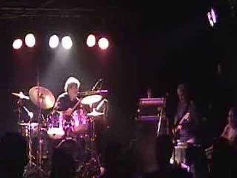 Azymuth - Vega 2002 online metal music video by AZYMUTH