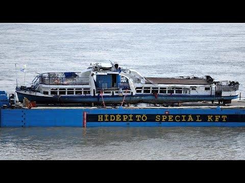Ουγγαρία: Η ανέλκυση του πλοίου που βυθίστηκε στο Δούναβη…
