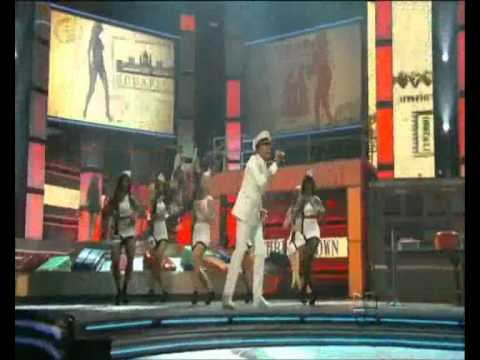 International love (HD) - Pitbull ft. Chris Brown - Premios Lo Nuestro 2012 (Miami)