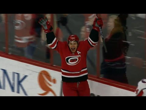 Video: Jeff Skinner unloads rocket shot to give Hurricanes lead