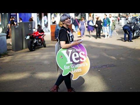 Iρλανδία: Ευρεία νίκη του «ναι» στις αμβλώσεις δείχνουν τα exit poll…