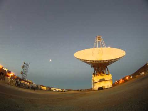 Time-lapse video of Goldstone's 70-meter dish tracking a target