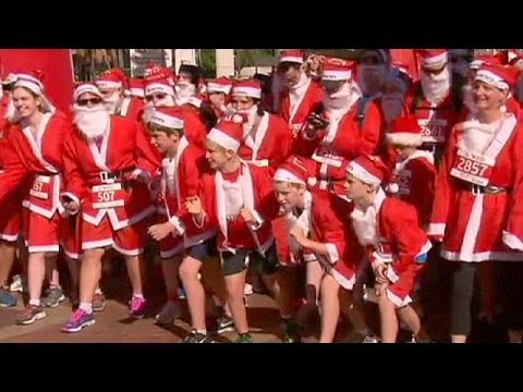 Australia: Santa Claus runs to raise funds - no comment