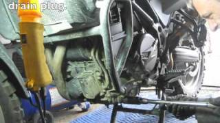 6. BMW F650GS Twin: Oil change.