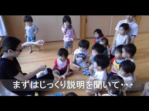 保育園の1歳児クラスがおばけを作って遊びました。