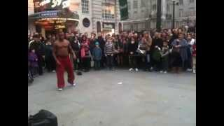 Break-Dance Battle Between Perfomer and Public Kid @ Picadilly Circus