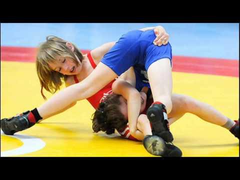 UNCLE PAUL coaches girls wrestling (видео)
