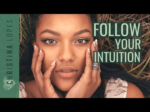How To Use Intuition: 5 Key Differences Between Your Inner Voice vs Your Thoughts