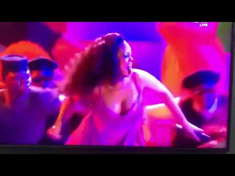 Rihanna dancing 'Gwara Gwara' South African dance move live on Stage
