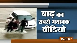Morbi India  city images : Gujarat Family Try to Save Life in Flash Flood in Morbi - India TV