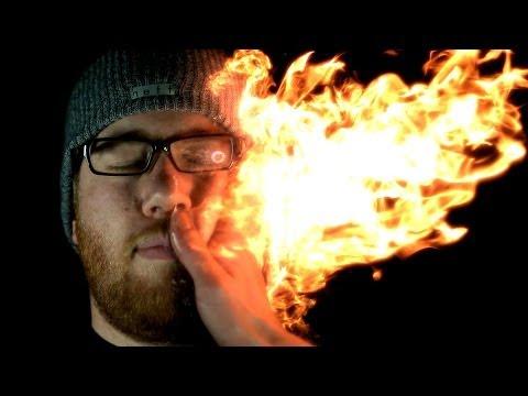 真人版火拳艾斯!為什麼他可以在手上玩火不怕燙?