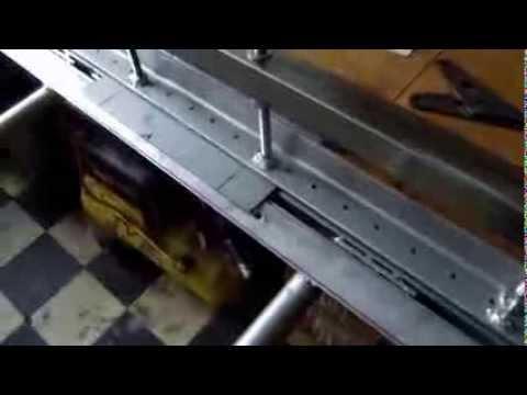 roladoras.plegadoras - Funcionamiento de una plegadora manual de chapa casera.