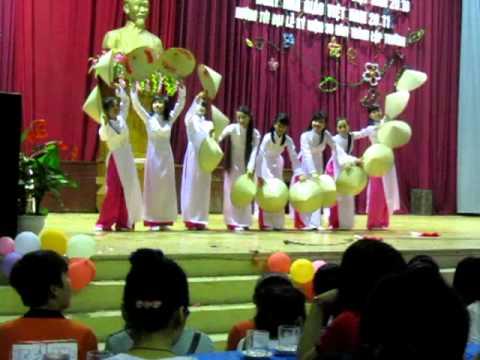 10 chuyên pháp(2012-2015) chuyên Hùng Vương Phú Thọ múa nón Việt Nam quê hương tôi