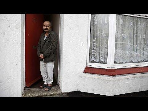 Βρετανία: Αντιδράσεις για τις κόκκινες πόρτες στα σπίτια προσφύγων