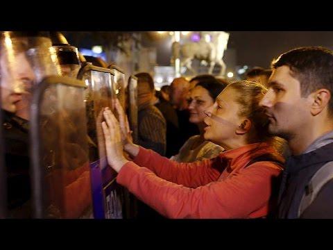 ΠΓΔΜ: Δεύτερη νύχτα βίαιων συγκρούσεων για το σκάνδαλο των υποκλοπών