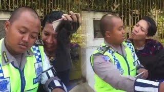 Video Video Pria Manja Ditilang, Lihat Ekspresi Polisinya! Bikin Ngakak! MP3, 3GP, MP4, WEBM, AVI, FLV Mei 2017