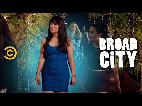Behind the Scenes: All About Abbi's Famous Blue Dress - Broad City