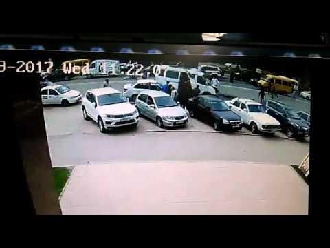 Момент аварии бронированного джипа с ГАЗелью попал на видео