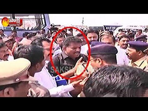 Tension mounted with YCP MLA Chevireddy Bhaskar Reddy's arrest (видео)
