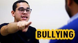 """O Bullying na escola é um assunto sério que deve ser tratado com cautela e prioridade, mas qual o critério que devemos usar para julgar se determinada situação é bullying ou não? Assista ao vídeo até o final e comente sua opinião sobre esse assunto.INSCREVA-SE EM NOSSO CANAL:http://tinyurl.com/mchjssaBAIXE O NOSSO APLICATIVO PARA ANDROID:http://tinyurl.com/m3ttgjzGostou do vídeo? Da um joinha para nos ajudar!Elenco:- Ator1: Kaick Ribeiro- Ator2: Wilson Júnior- Ator3: Dito RibeiroCréditos:- Roteiro: Dito Ribeiro- Vídeo e Edição: Dito Ribeiro- Voz no final: Éditon Silva- Direção geral: Dito RibeiroFique por dentro de tudo que acontece no Alta Voltagem, nos seguindo nas redes sociais abaixo:FACEBOOK: https://www.facebook.com/canalaltavoltagemINSTAGRAM: http://instagram.com/canalaltavoltagemTWITTER: http://www.twitter.com/canaltavoltagemSITE: http://www.canalaltavoltagem.com.br-------------------------------------------------------------------------------------Funk Game Loop e Protofunk (Kevin Mac Leod - incompetech.com)Álbum: Royalty Free""""Musics Licensed under Creative Commons """"Attribution 3.0""""http://creativecommons.org/licenses/by/3.0/Download at: http://incompetech.com/music/royalty-free/The license terms can be found here: http://incompetech.com/music/royalty-free/licenses/"""