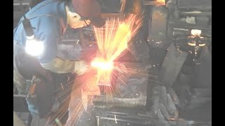 Video 【Awesome technique】Japanese blacksmith Michio Ishikawa  Santoku knife 宮城県伝統的工芸品 石川美智雄 中新田打刃物 MP3, 3GP, MP4, WEBM, AVI, FLV April 2019