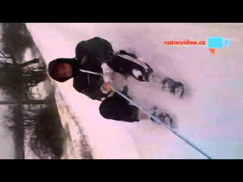 Jízda na snehu za autem