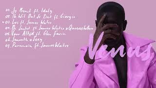 Dio - VenusSpotify: http://bit.ly/venusspotiTunes: http://bit.ly/venustuneDeezer: http://bit.ly/venusdeezApple Music: http://bit.ly/venusappAnimaties door Gert JanNa ruim twee jaar geen soloproject uit te hebben gebracht, brengt Dio aanstaande vrijdag - 23 juli - zijn nieuwe mini album 'VENUS' naar buiten. Eerder bracht hij al de singles 'Paranoia', 'Los' en 'Jij Bent' uit die op de EP te horen zullen zijn. Dit is het eerste project dat hij releaset na het album 'De Man' dat in 2015 verscheen. De rapper die bekend is van de hits 'Dom, Lomp & Famous', 'Tijdmachine', 'Radio' en 'We Zijn Hier' met Jayh, Bokoesam en Ronnie Flex, was vorig jaar nog te horen op de clubhit 'Zulke Dingen Doe je' van I Am Aisha. Eind vorig jaar werkte hij ook samen met B-Brave en Spanker aan 'Onze Jongens'.Met het uitbrengen van VENUS luidt hij een periode van veel andere nieuwe releases in. VENUS is hier de eerste stap van meerdere EP's die dit jaar nog zullen volgen.In 2008 tekent Dio zijn contract bij Top Notch, waarna hij kort erna zijn succesvolle debuutalbum 'Rock 'n Roll' uitbrengt. Het succes brengt hem zowel TMF als 3FM Awards, miljoenen views op Youtube video's, en hoge hitnoteringen in de Top 40. Naast zijn muziekcarrière wordt Dio vaak geassocieerd met mode. Hij is dan ook als enige BN'er twee keer genomineerd als Esquire's 'Beste Geklede Man van Nederland' (2009 en 2015). Ook is hij geen onbekende voor de televisiewereld en kwam hij voor in de programma's 'Ali B Op Volle Toeren' (2012), 'Wie Is De Mol' (2012), 'Ik Hou Van Holland' (2012) en 'Expeditie Robinson' (2016). Na een lange tijd vooral aanwezig te zijn als gastartiest en televisiester, is 2017 weer vooral een muzikaal jaar voor Dio met de vurige start van VENUS.''Na de singles 'Los' en 'Jij Bent' is het nu tijd voor 'Venus'. Een EP over, door en voor de liefde.'' 1. Jij Bent (ft. Idaly)2. Ik Wil Dat Je Ziet (ft. Giorgio)3. Los (ft. James Watss)4. Voor Altijd (ft. Glen Faria)5. De Jacht (ft. James Watss & Quesswho)6. Smoo