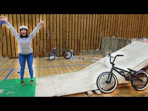 SHE DID HER FIRST BMX TRICK!! (видео)