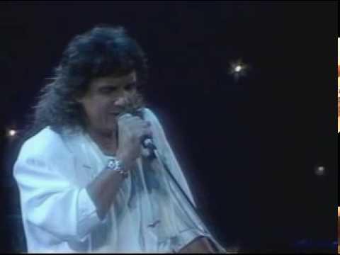 Roberto Carlos canta Que sera de ti una de sus tantaz canciones hermosa y con...