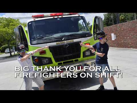 Miami-Dade Fire Rescue Station No. 30 - Dva Mladí Hasiči