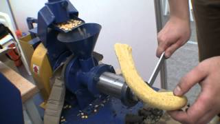 Бытовой шнековый кормоэкструдер. Выставка Золотая Нива-2012