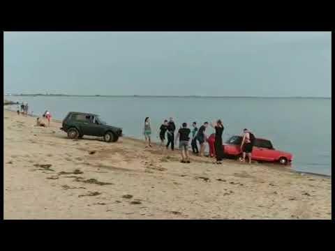 Додрифтовались: Автомобиль в море