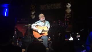 Bülent Ortaçgil 2 Ocak 2015'te Kadıköy Sahne'de verdikleri konserde Yüzünü Dökme Küçük Kız adlı Ortaçgil parçasını icra ederken.Bülent Ortaçgil: Vokal, beste, güfte, gitarErkan Oğur: Perdesiz elektrik gitarAkın Eldes: Elektrik gitarBaki Duyarlar: KlavyeGürol Ağırbaş: Bas gitarCem Aksel: Davul