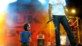 He Stopped His Concert To Bring His Son On Stage. The Result? Beyond Adorable