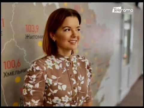 Presentadora ucraniana pierde un diente durante un noticiero