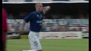No primeiro jogo da final do Mineiro de 2004, o Cruzeiro vence o Galo por 3x1.