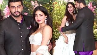 Video Arjun Kapoor Being Protective Of Sister Jhanvi Kapoor At Sonam Kapoor Wedding MP3, 3GP, MP4, WEBM, AVI, FLV Agustus 2018