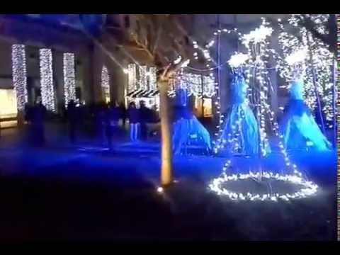 Como, acceso il grande albero della Città dei Balocchi 2016