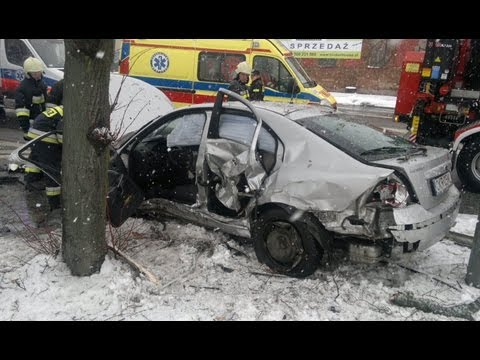 grozny-wypadek-nieoznakowanego-radiowozu-na-skrzyzowaniu