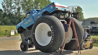 Video World's Biggest Pickup Truck - BIGFOOT #5 Assembly - BIGFOOT 4x4, Inc. MP3, 3GP, MP4, WEBM, AVI, FLV Agustus 2018