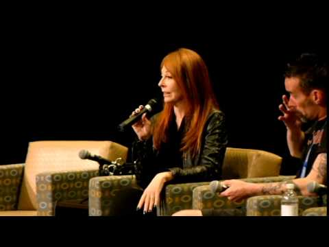 """Q and A with  Cassandra Peterson """"Elvira"""""""